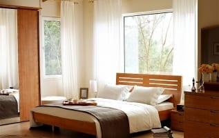 Tại sao đặt giường dưới cửa sổ thì rất xấu trong phong thủy ?