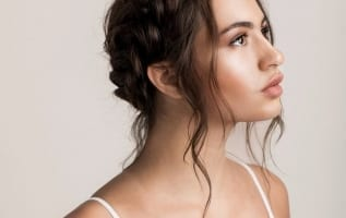 How to choose a perfect hairstyle for your party dress