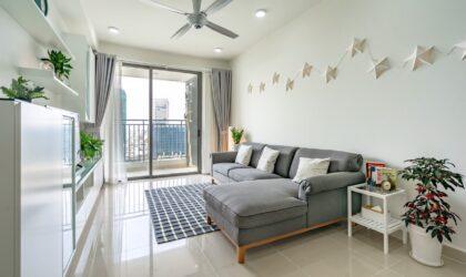 Căn hộ 3 phòng ngủ ở góc cho thuê trên tầng cao đối diện với trung tâm quận 1 và kênh Bến Nghé